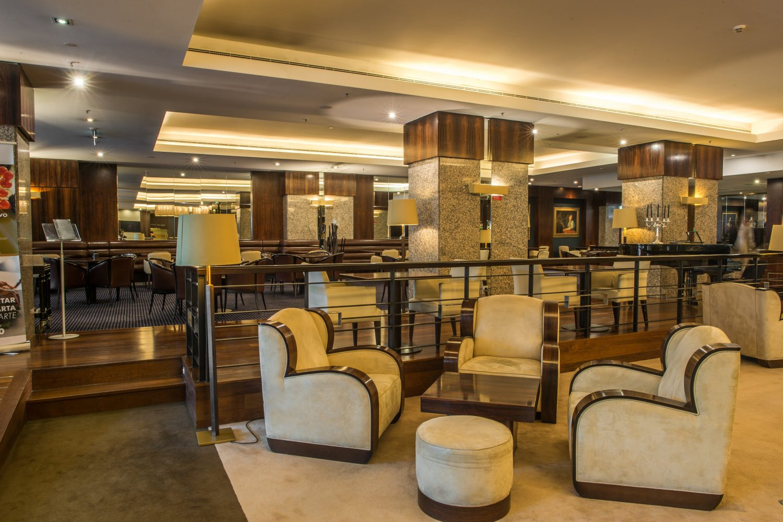 Another view of the Nautilus Bar at Porto Palacio Congress Hotel