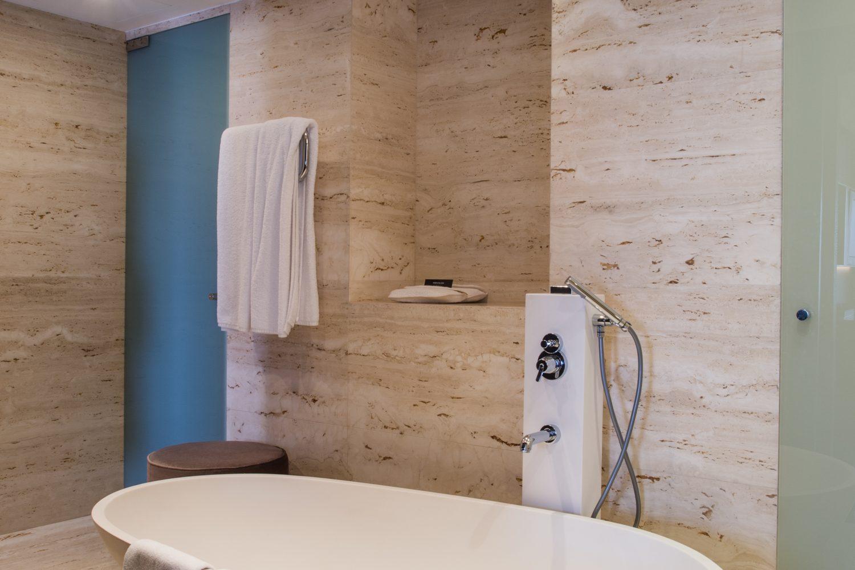 Bathroom of the Grand Palacio Suite at Porto Palacio Congress Hotel