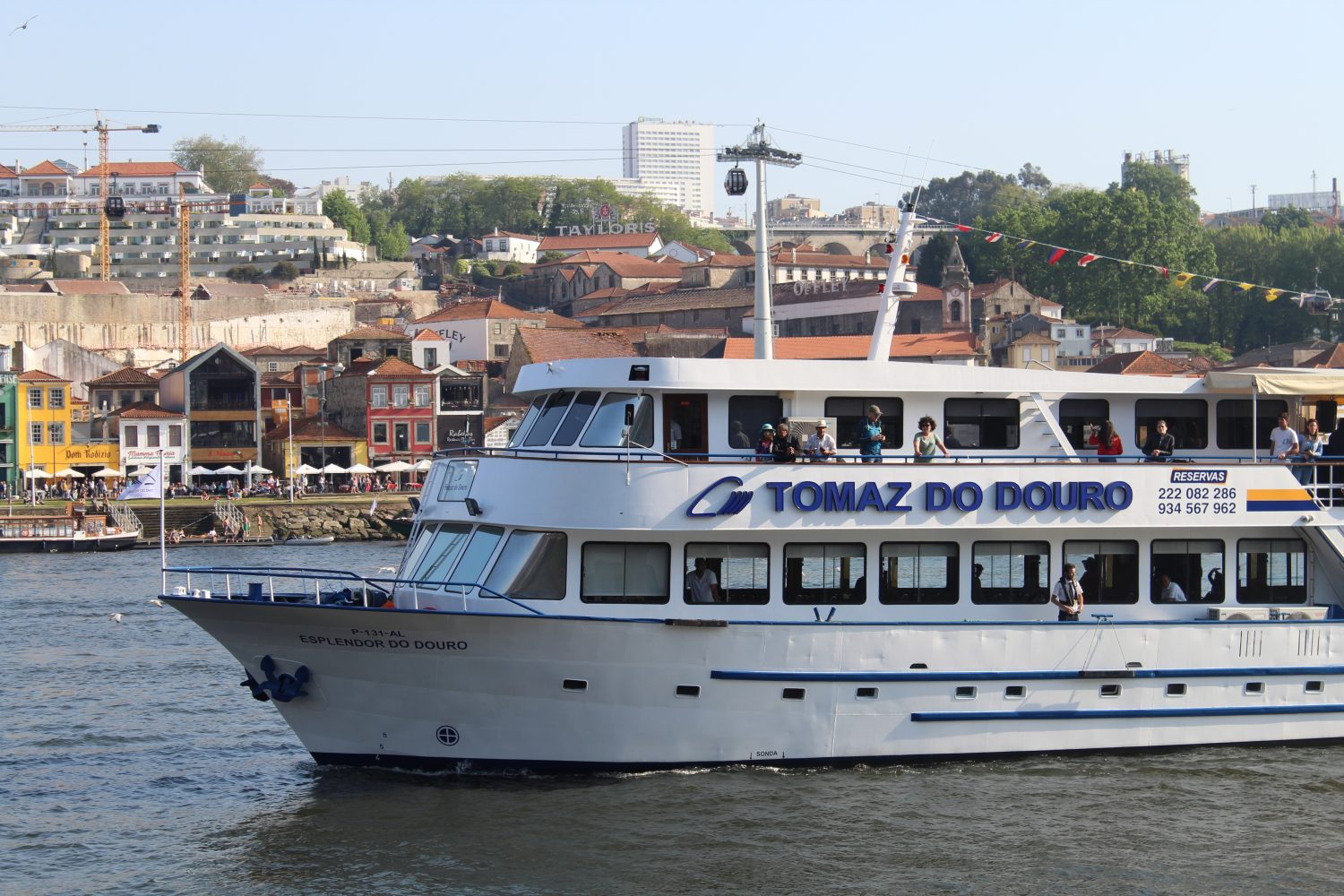 Boat douro cruise in Porto and Vila Nova de Gaia