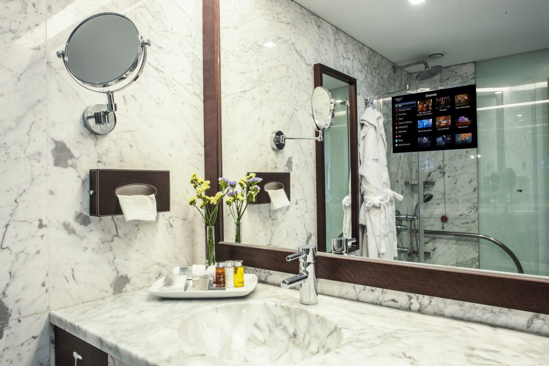 Deluxe Bathroom at Porto Palacio Congress Hotel