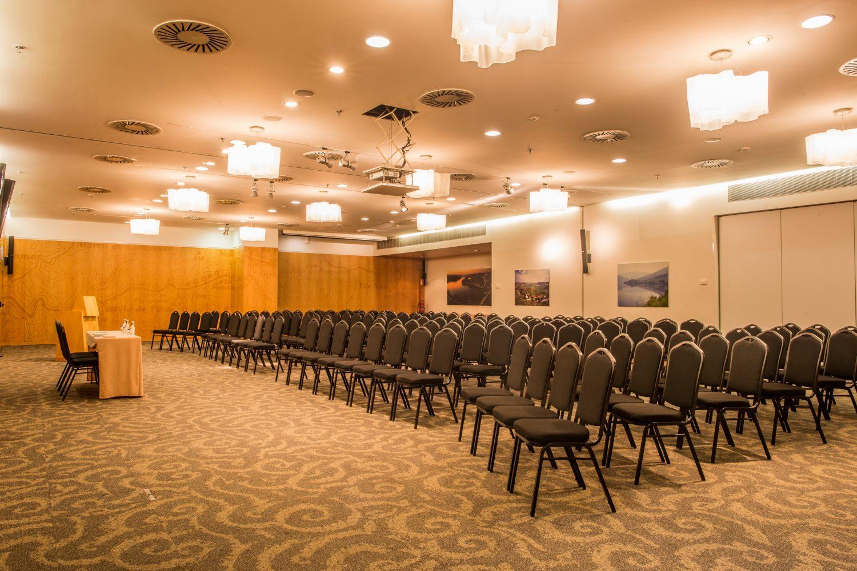 Douro Conference meeting room at Porto Palacio Congress Hotel