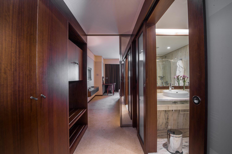 Entrance to the Twin Exceutive Bedroom at Porto Palacio Congress Hotel