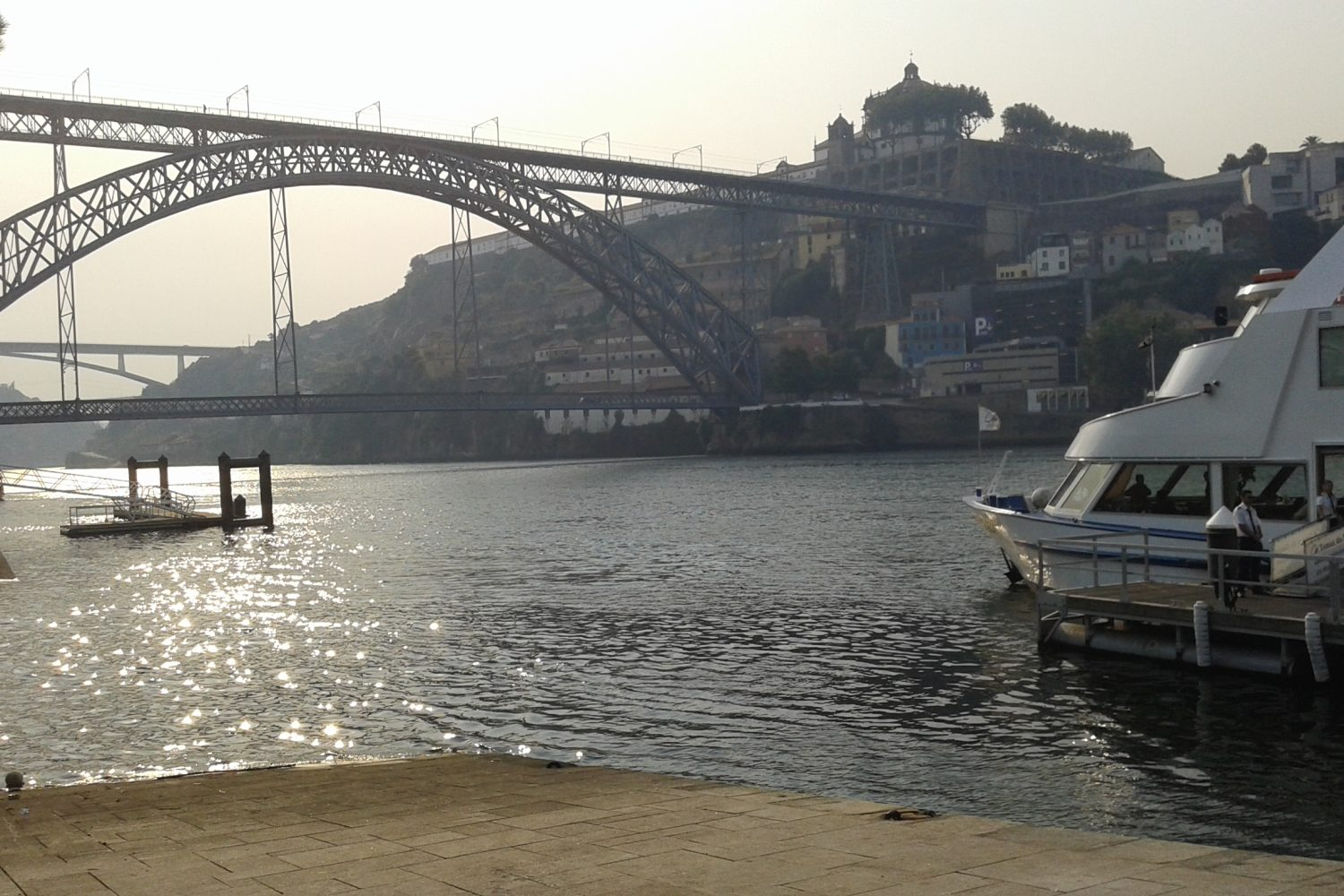 Luís I bridge and boat for a douro cruise