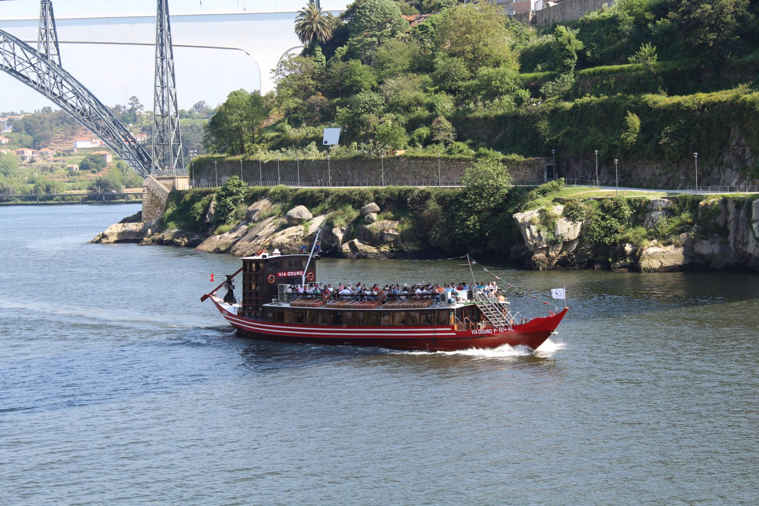 Rabelo boat doing the 6 Bridges Cruise