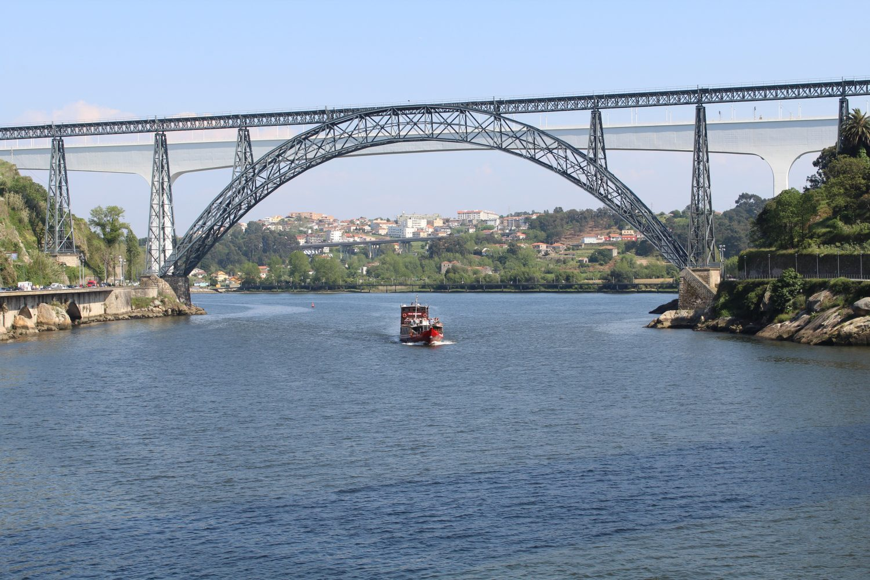 Rabelo boat doing the 6 Bridges Cruise passing through Ponte Dona Maria