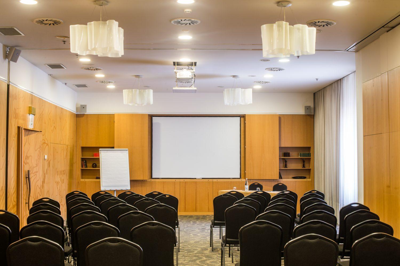 Rios Conference meeting Room at Porto Palacio Congress Hotel
