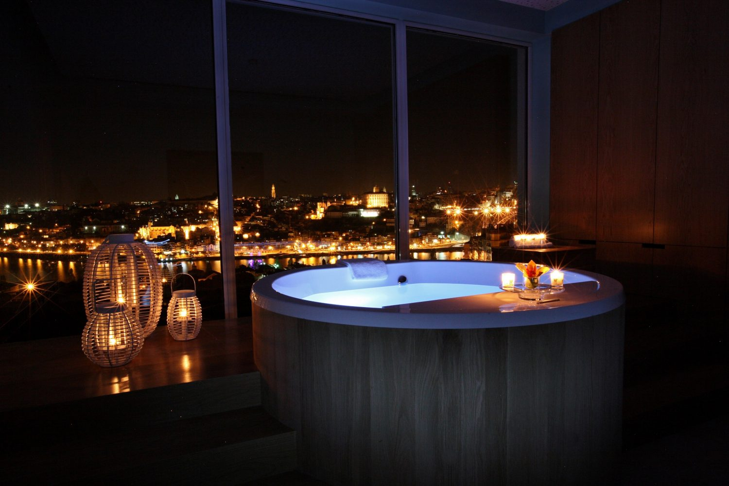 Spa Barrell Bath at night at Yeatman Relais & Chateaux