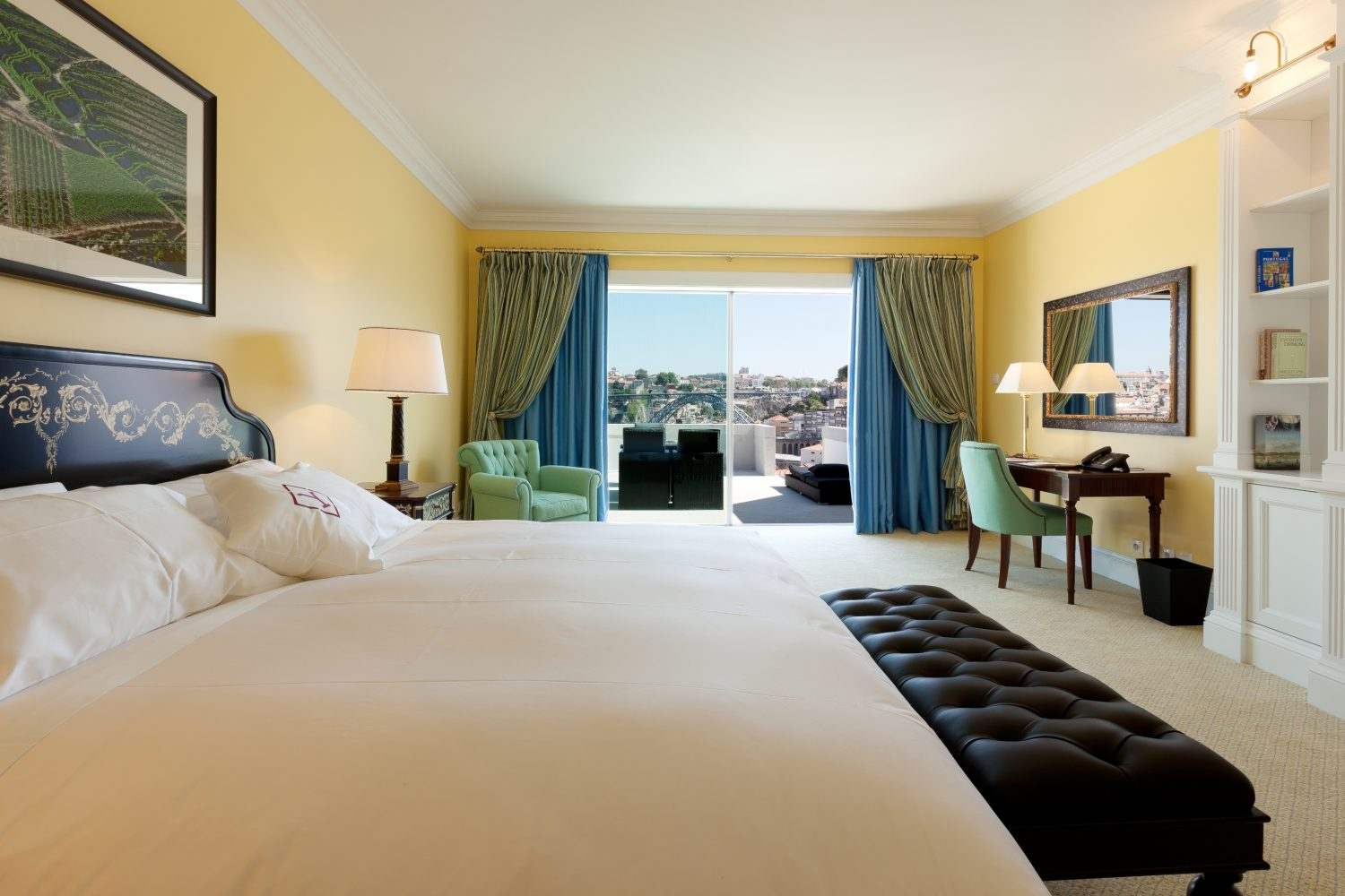Superior Room at Yeatman Relais & Chateaux Hotel with view to Ponte Luis I