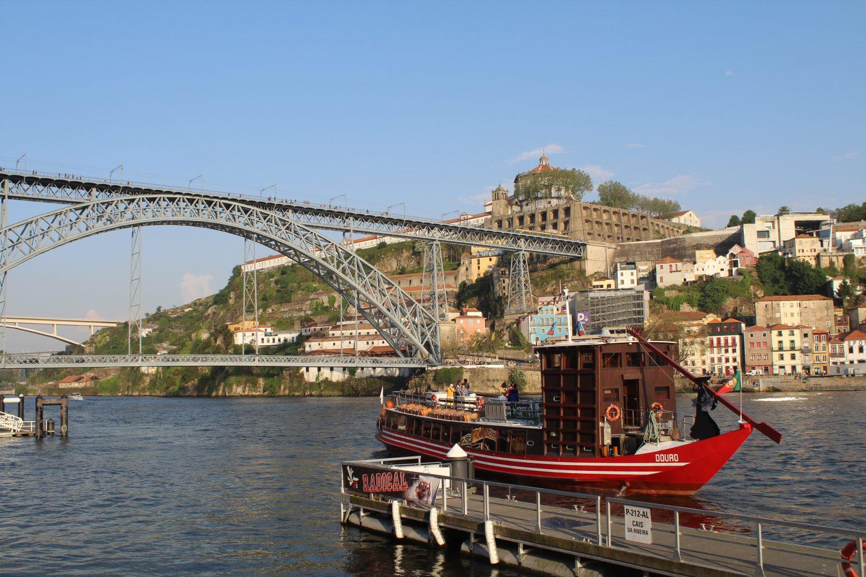 cruzeiro com almoço ou jantar a sair do cais da ribeira com vista ponte luis i