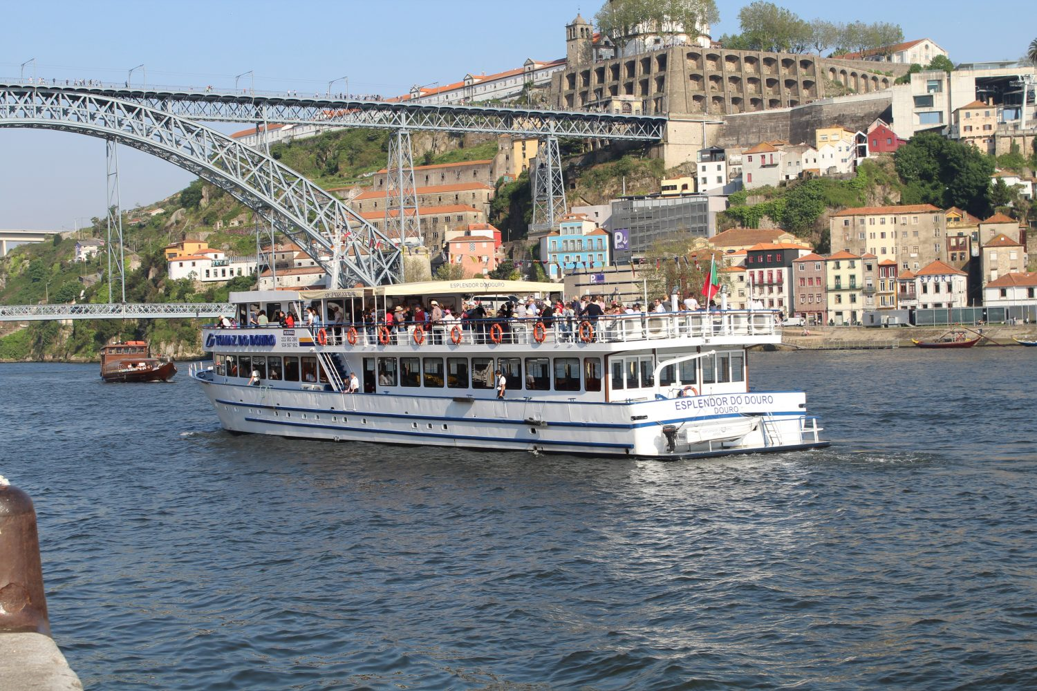 douro cruise boat at porto