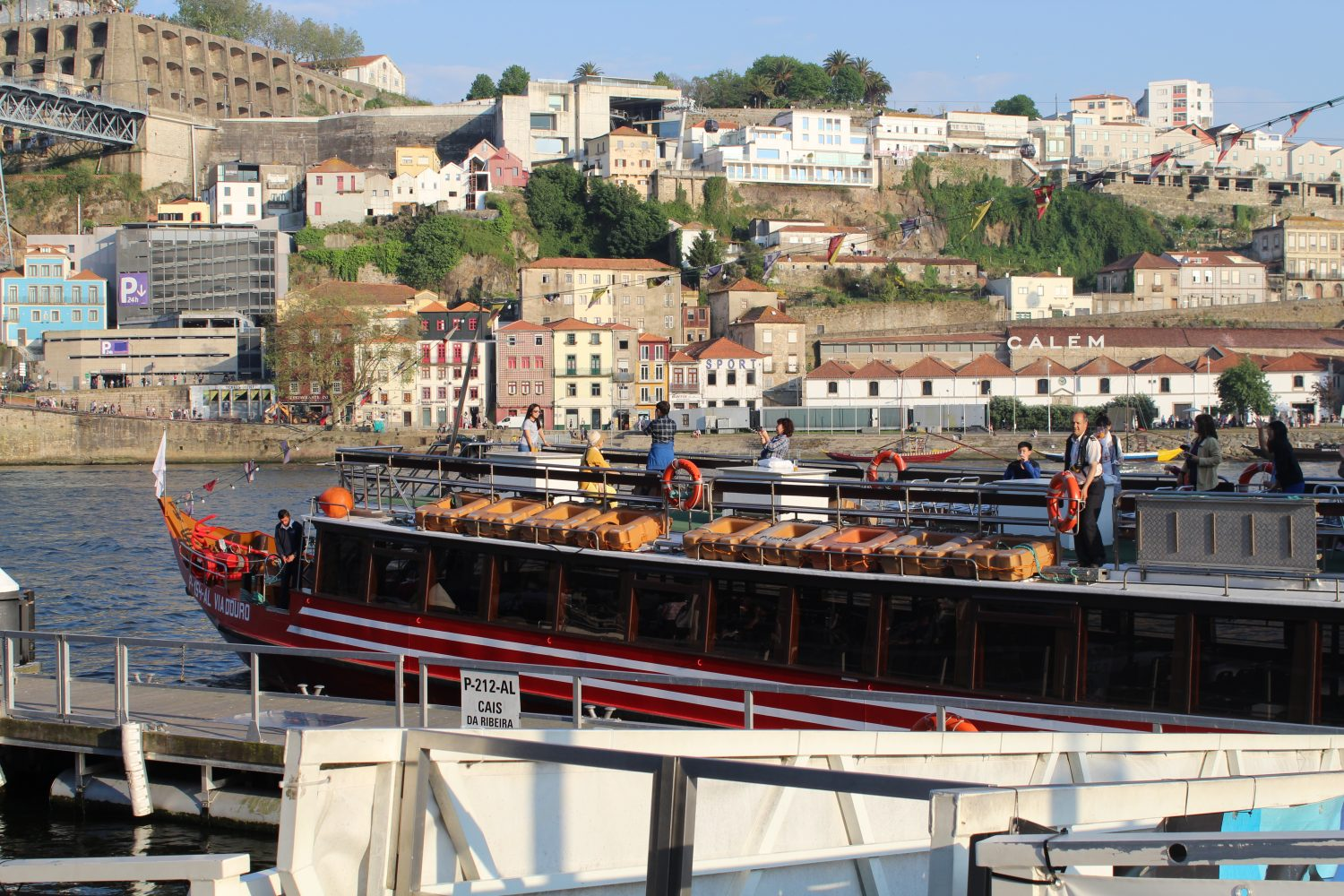 Cruise on the Douro with lunch or dinner on board leaving Ribeira dock