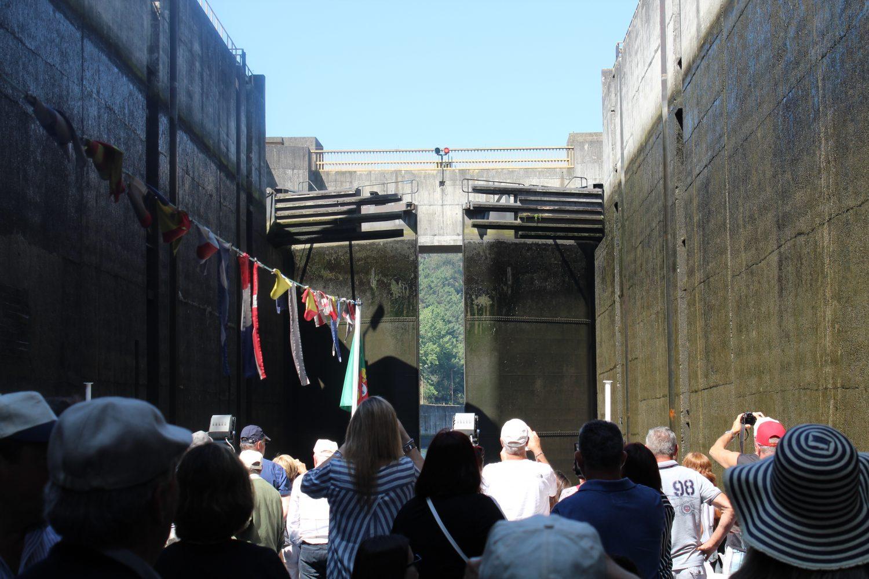 Dam gates closing