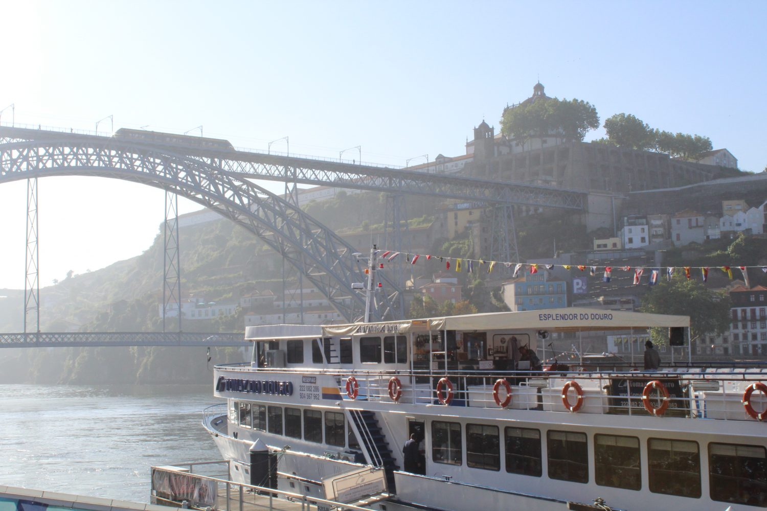 boat cruise porto regua with view to Ponte Luis I