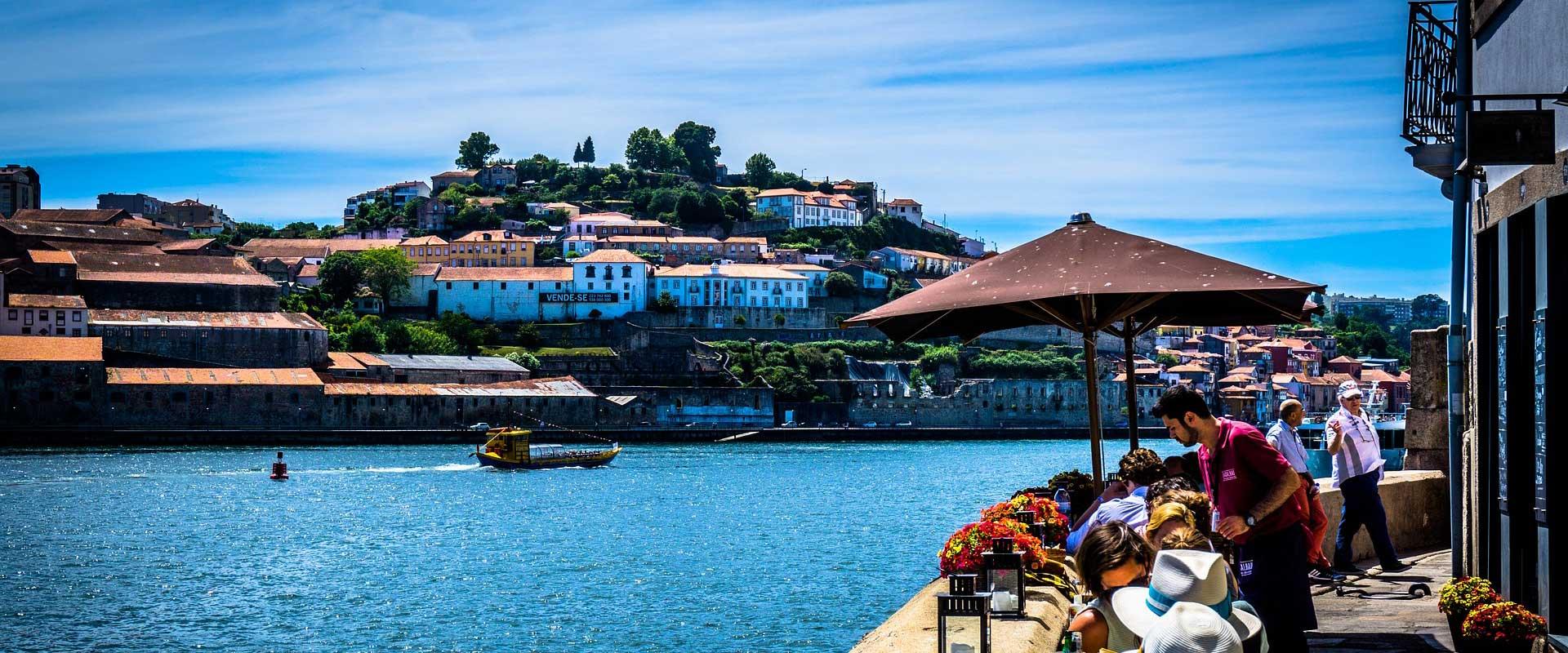 Porto-restaurant-douro-river-boat-6-bridges.jpg