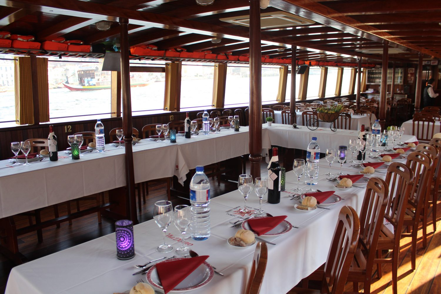 table for a Douro cruise with lunch or dinner on board